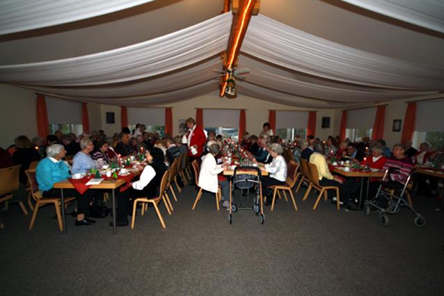 Gelungene Weihnachtsfeier für Senioren - Deutsches Rotes Kreuz ...